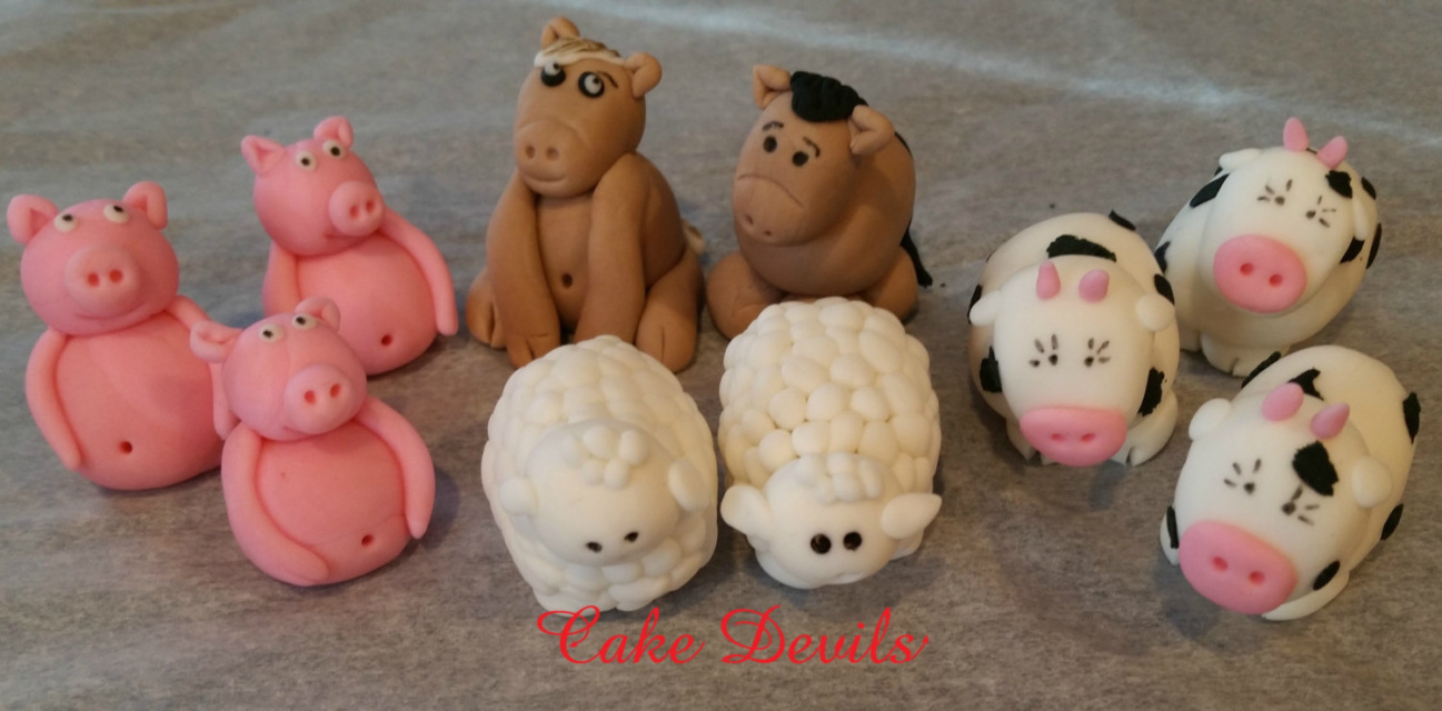 Cake Decorating Kit Bulk Barn : Barn & Farm Animal Fondant Cake Topper Kit, Farm Animal ...
