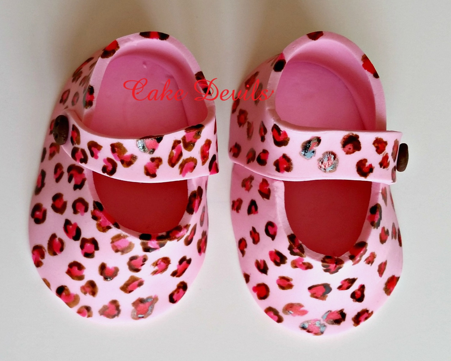 Leopard print fondant baby booties baby shower handmade for Animal print edible cake decoration