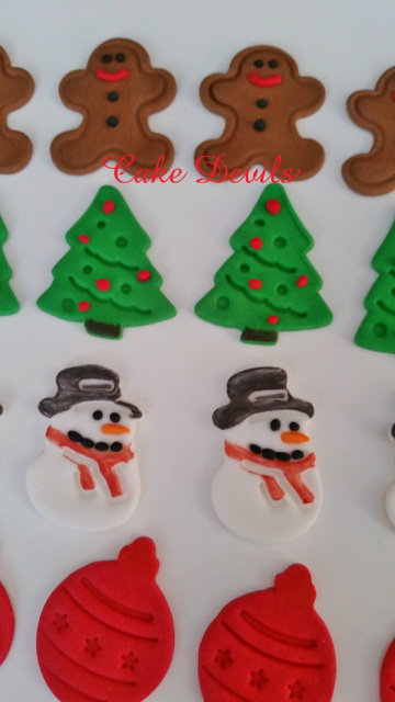 This handmade edible Christmas Holiday fondant toppers are perfect to decorate a cake or cupcakes! These adorable holiday cake decorations will add a great ...